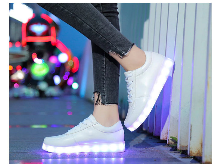 LED Sneaker Unterwegs e1632490765249