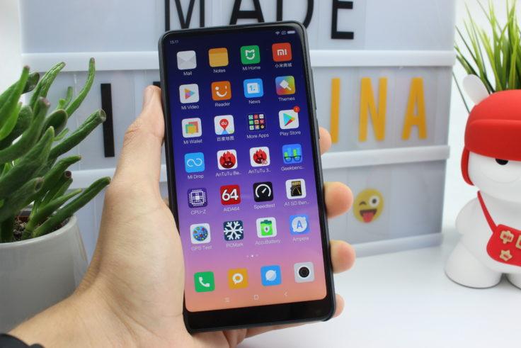 Xiaomi Mi Mix 2S in Hand