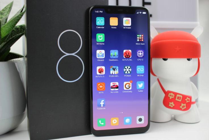Xiaomi Mi 8 mit Verpackung