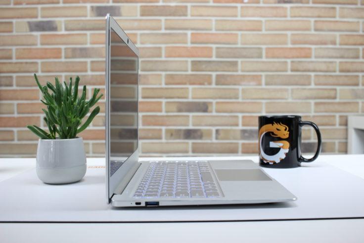 Jumper EZBook X4 seitliche Ansicht