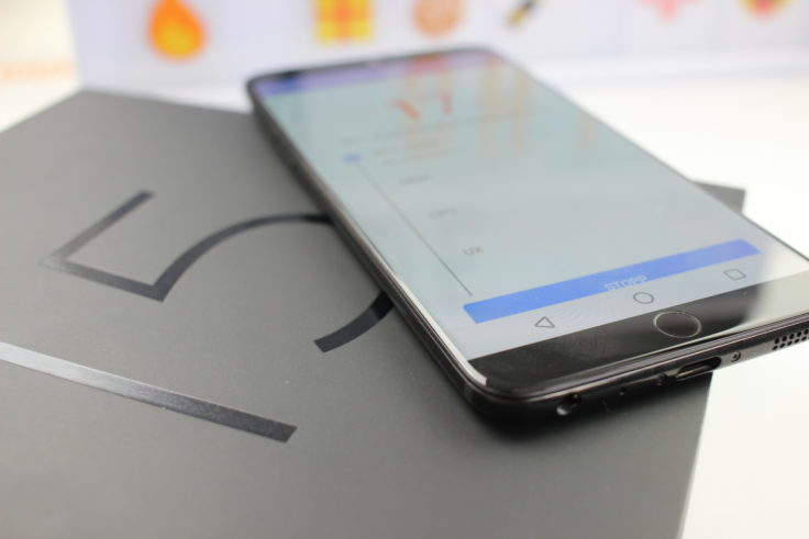 Meizu 15 Smartphone auf Box
