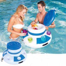 Schwimmende Minibar im Pool