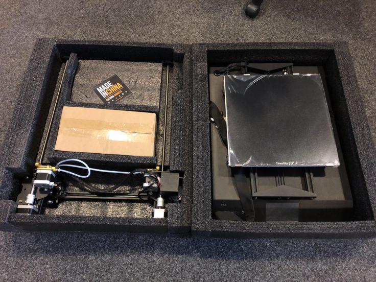 Creality CR-X Verpackung - zwei Schichten herausgehoben