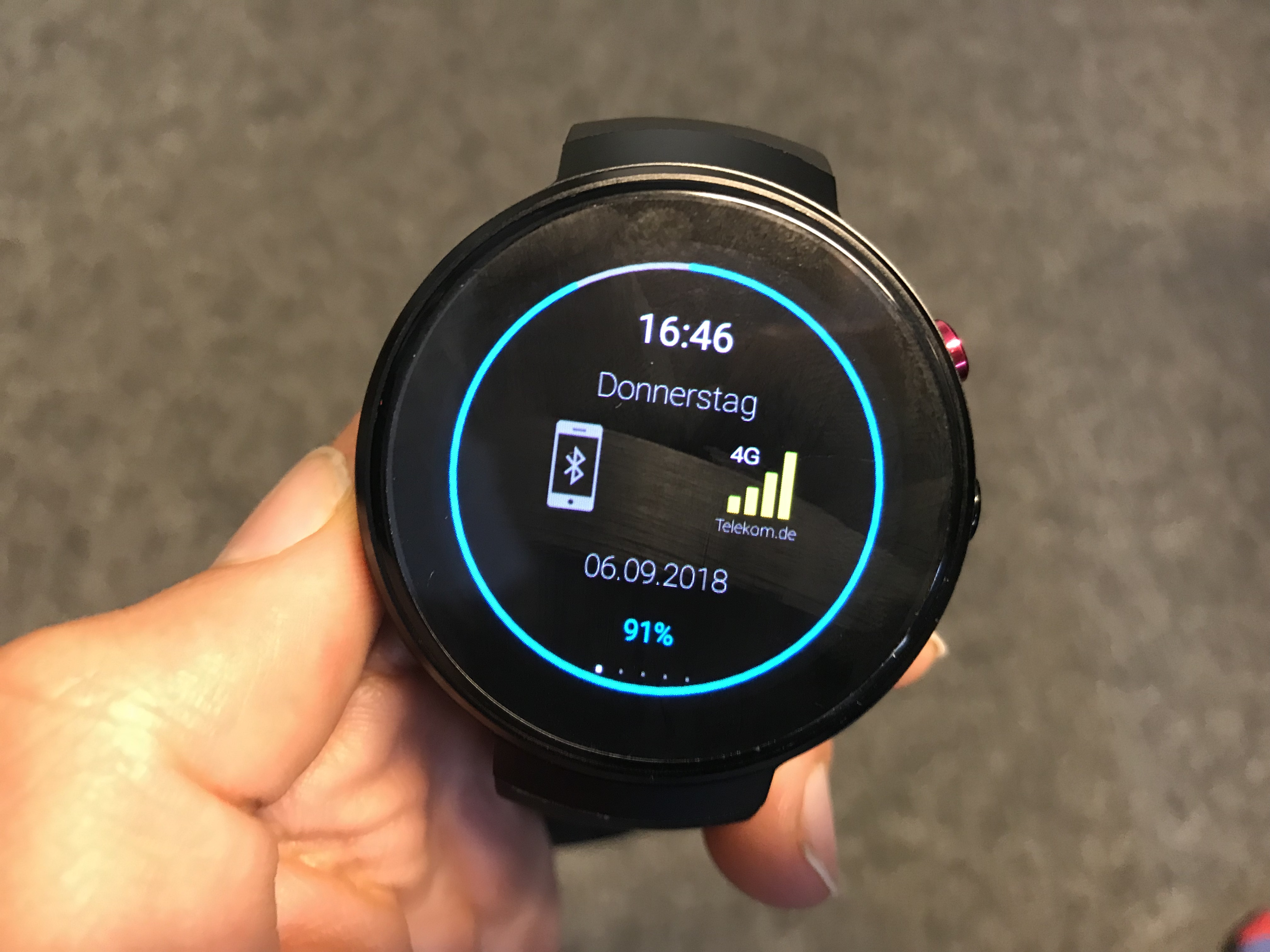 lemfo lem7 test smartwatch mit amoled display sim slot. Black Bedroom Furniture Sets. Home Design Ideas