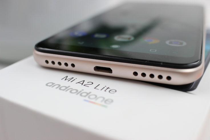Xiaomi Mi A2 Lite Micro-USB Slot