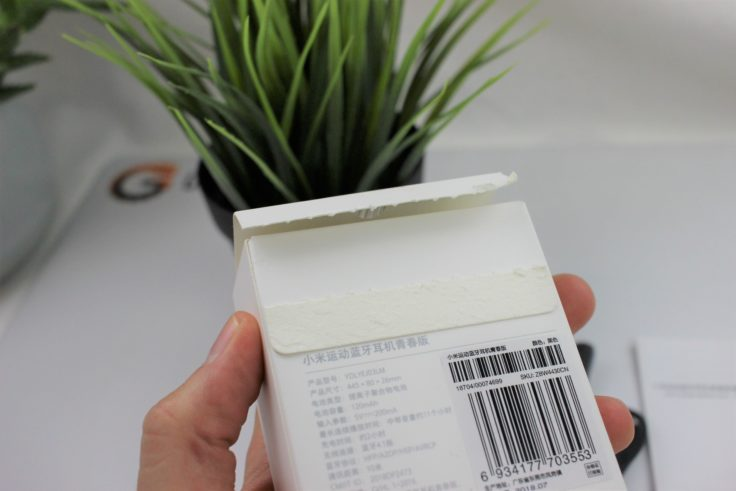 Xiaomi Youth wireless Bluetooth in-Ear Verpackung aufgerissen
