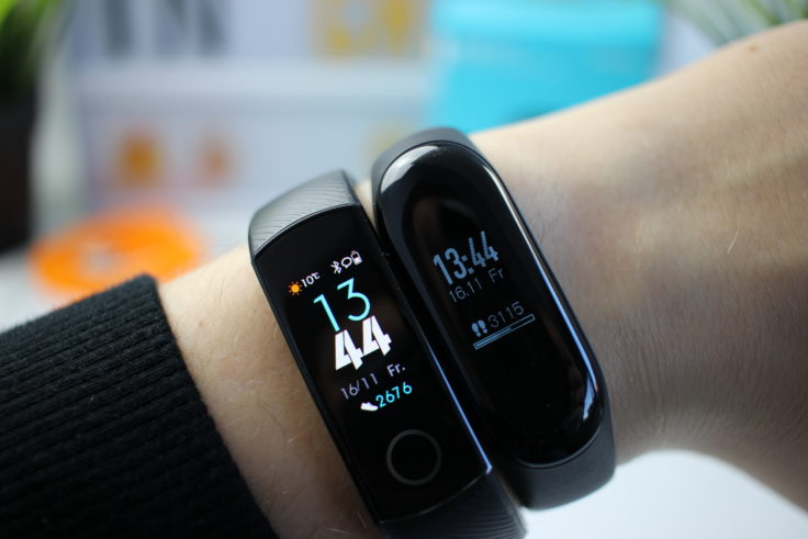 Honor Band 4 vs Mi Band 3 Display