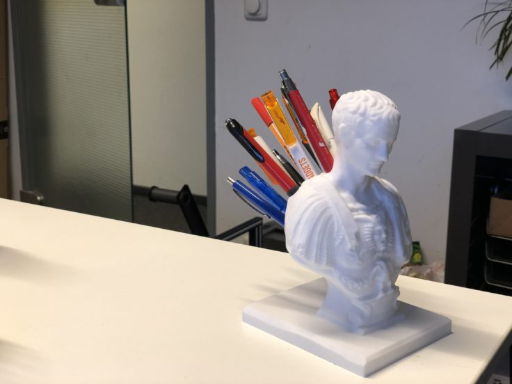 Alfawise U30 3D-Drucker Julias Cäsar Stift-Halter ausgedruckt