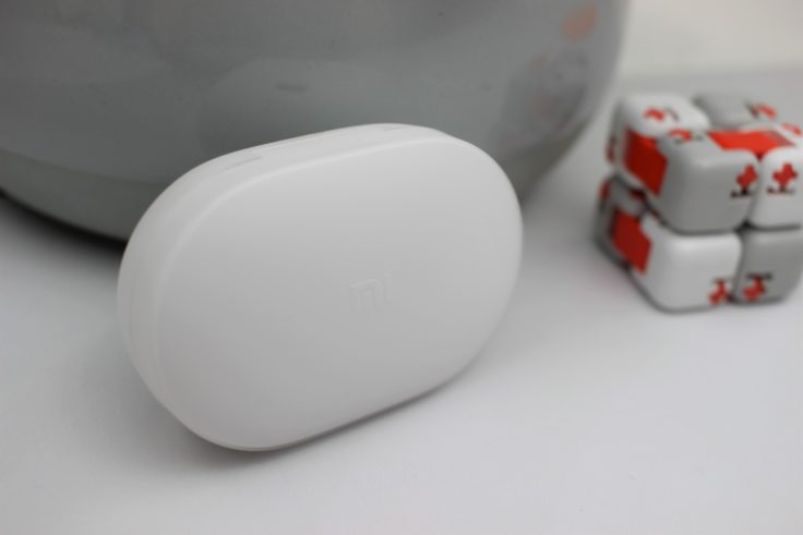 Xiaomi AirDots YOuth Edition Ladeschale mit Mi-Logo