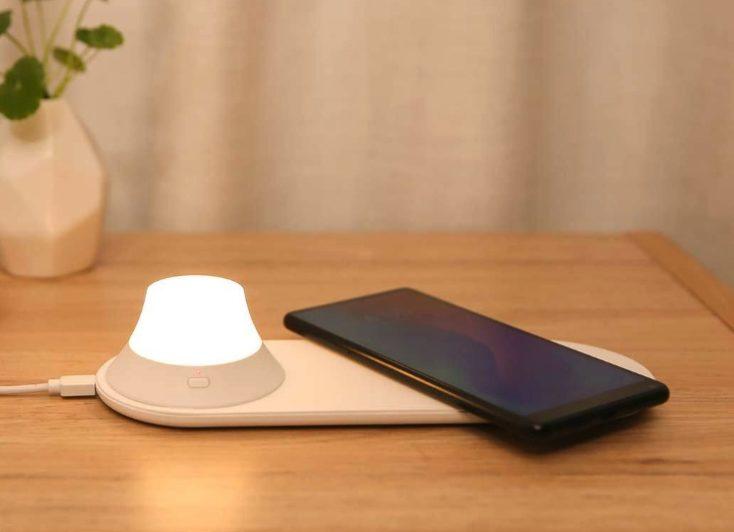 Yeelight Qi-Nachtlicht mit Smartphone