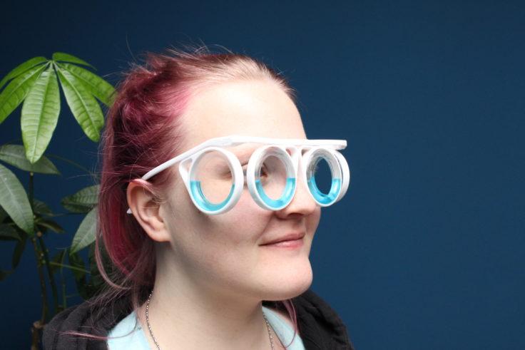 Brille gegen Reiseübelkeit Seitenansicht