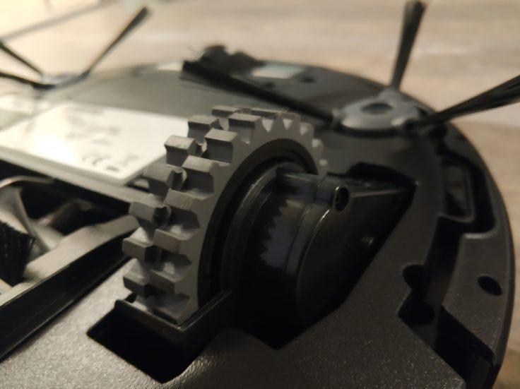 Ecovacs Deebot 710 Saugroboter Unterseite Reifen