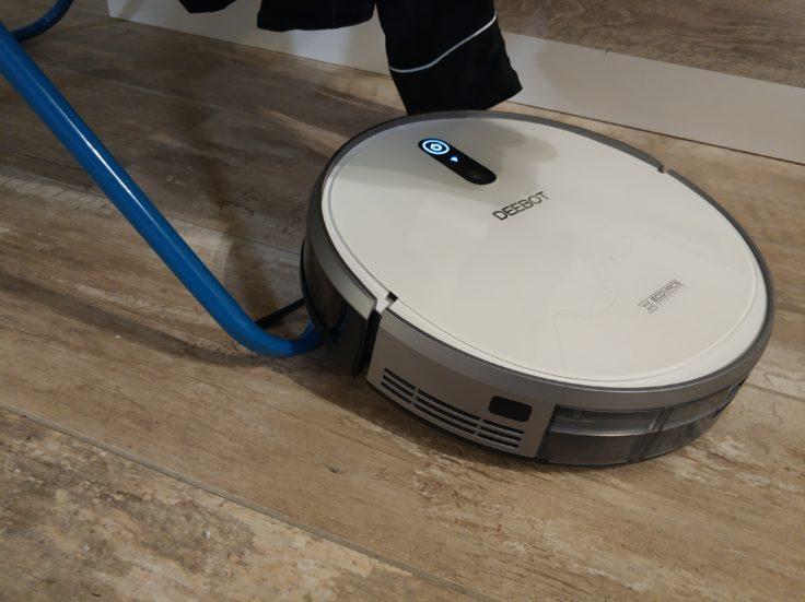 Ecovacs Deebot 710 Saugroboter Wäscheständer