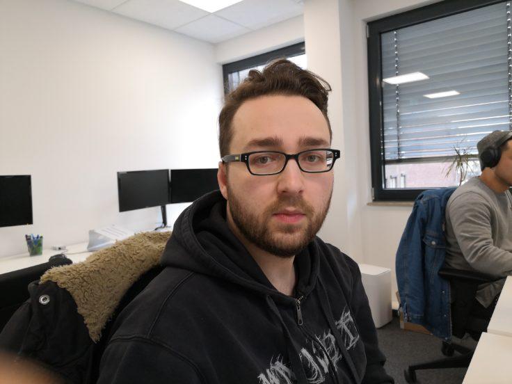 Huawei Nova 4 Testfoto Hauptkamera Person