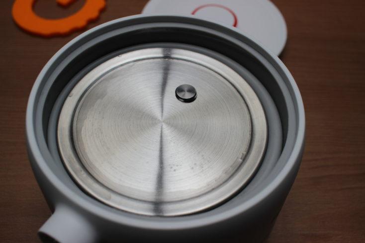 Deerma faltbarer Wasserkocher zusammengefaltet ohne Deckel.