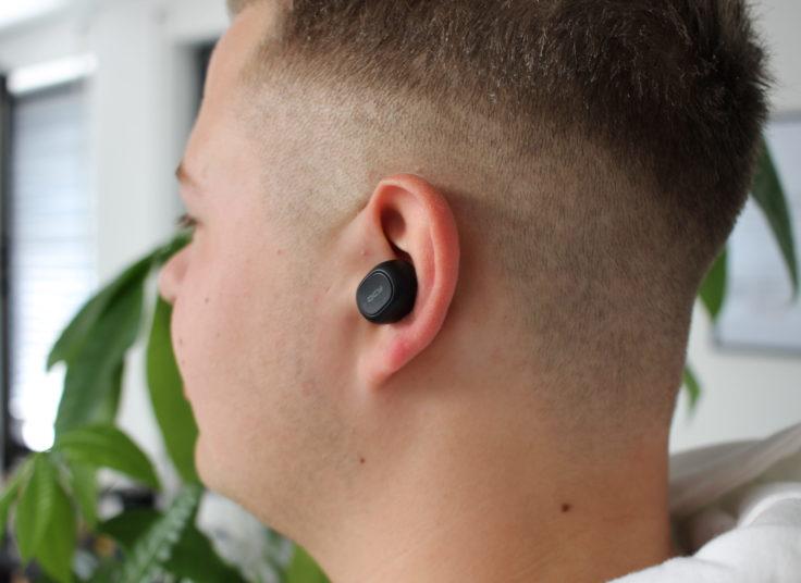 Die In-Ears sitzen angenehm im Ohr und sehen auch gut dabei aus.