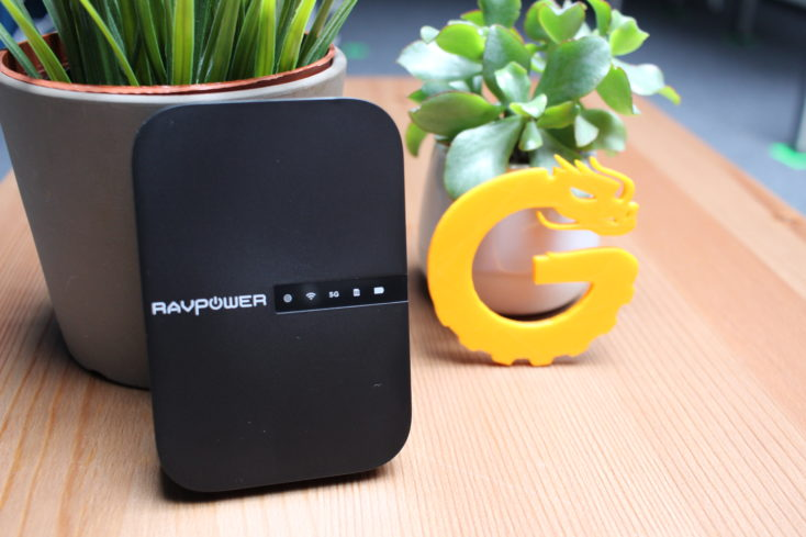 Der RAVPower Filehub Router kann nicht nur das Internet verstärken, sondern auch Akkus laden oder Datein überspielen.