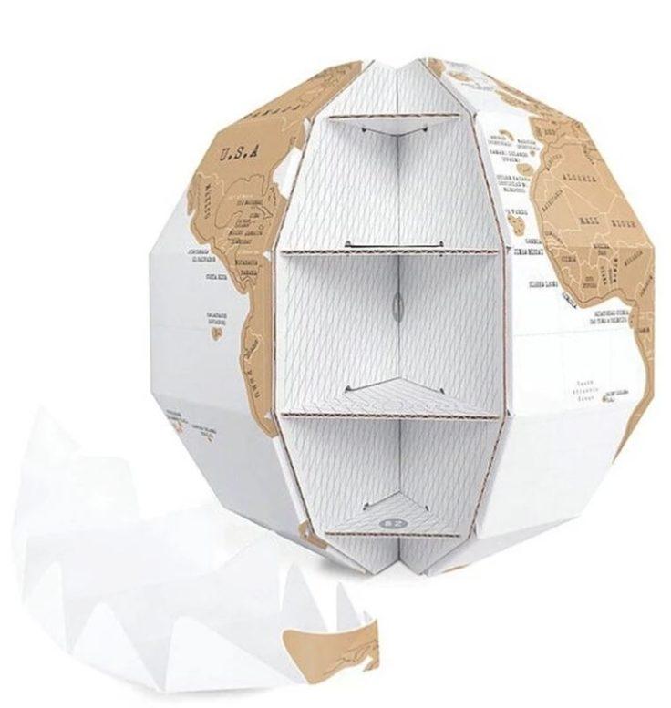 Die Formen des Rubbel-Globus wird ineinander gesteckt und somit hält er sich zusammen.