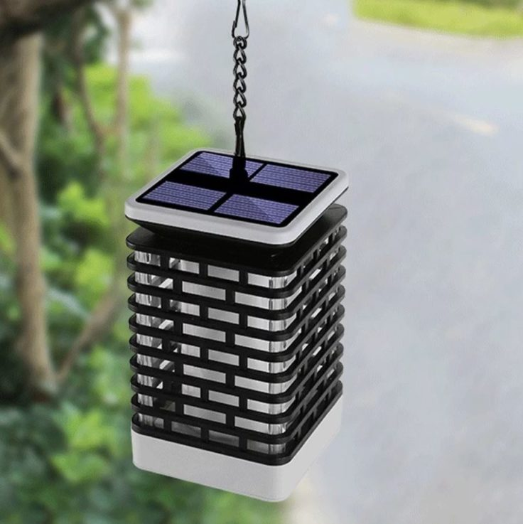 Solarlampe mit Clip draußen