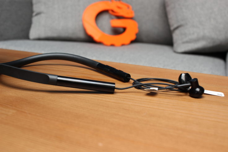 Xiaomi Bluetooth Half In-Ear Kopfhörer mit Gummi-Kragen, damit sie nicht herunterfallen.