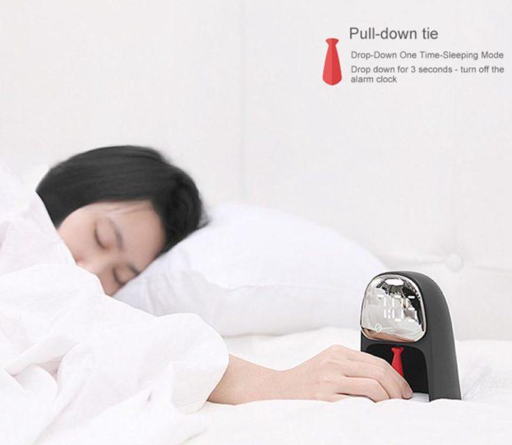 Digitale Gentleman-Uhr mit Kontrollkrawatte