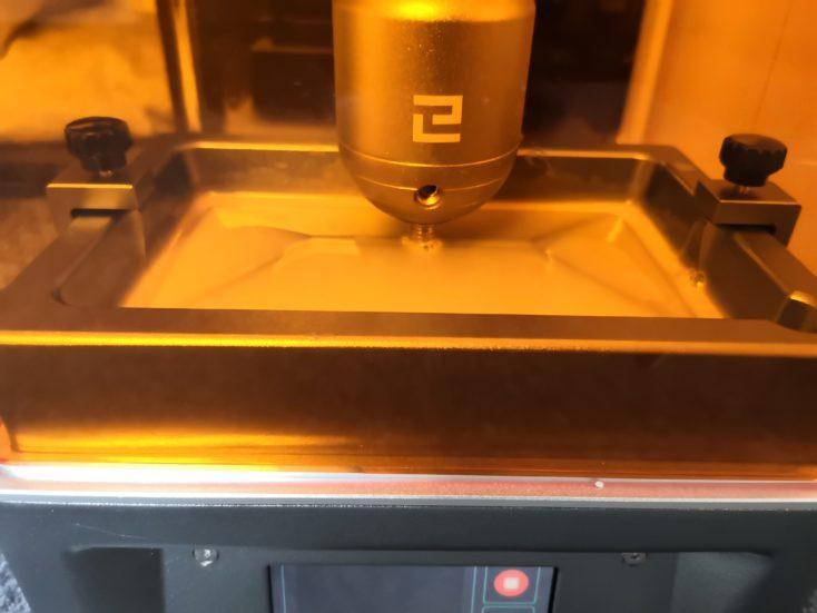 Elegoo Mars 3D-Drucker beim Druckprozess