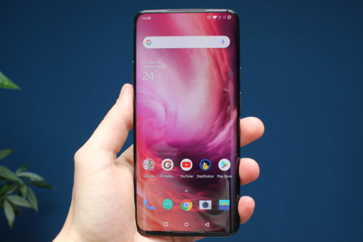 OnePlus 7 Pro Display indoor