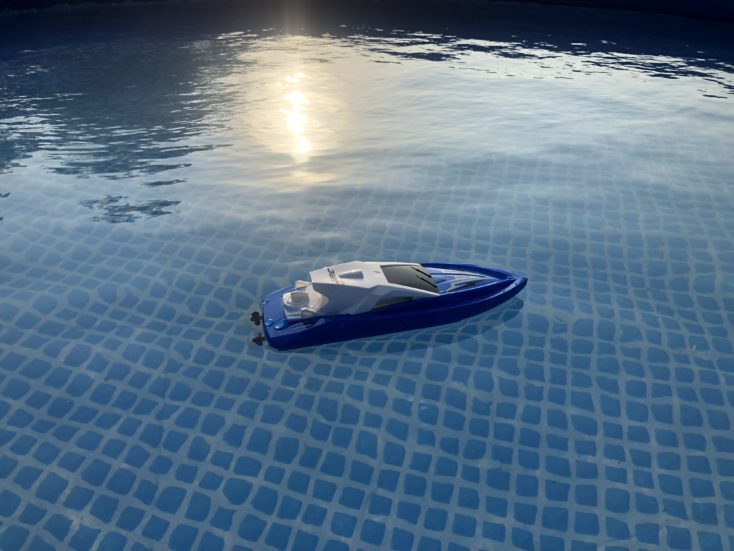 JJRC S5 Baby Shark im Wasser