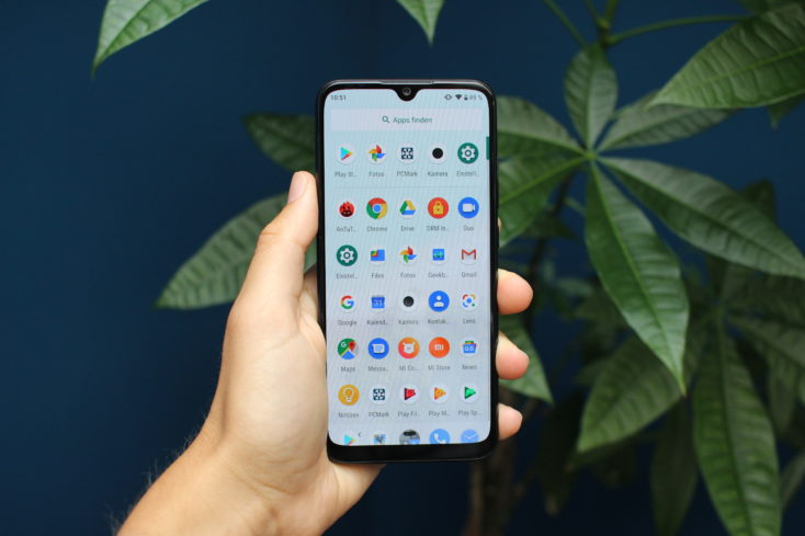 Xiaomi Mi A3 Display in Hand