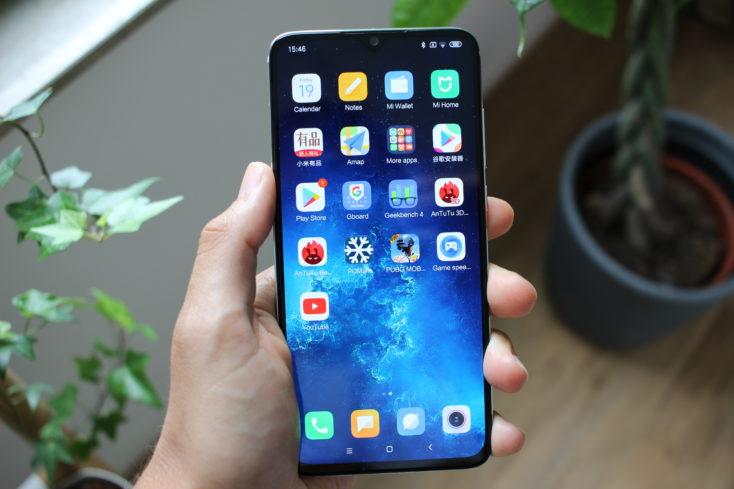 Xiaomi Mi CC9 in Hand