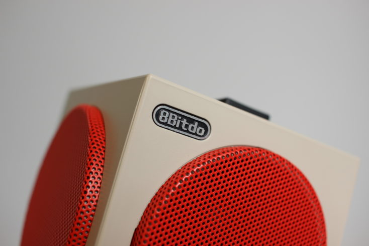 8Bitdo Retro Cube Speaker Logo