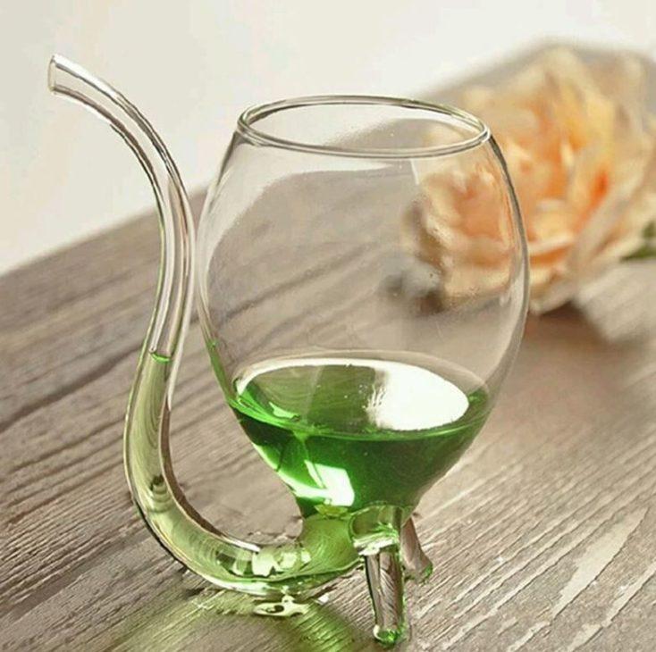 Gläser mit Strohhalm Rose