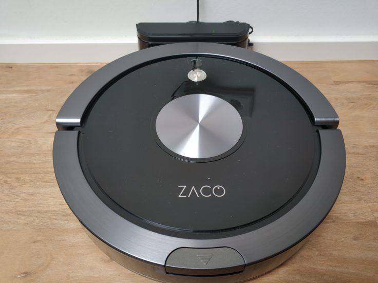 ZACO A9S Saugroboter an Ladestation