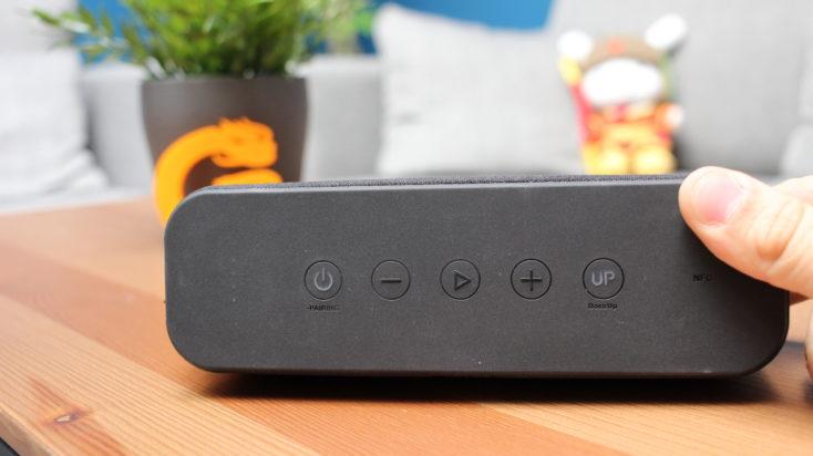 Anker Soundcore Boost Knöpfe der Box.