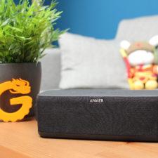 Anker Soundcore Boost auf Tisch.