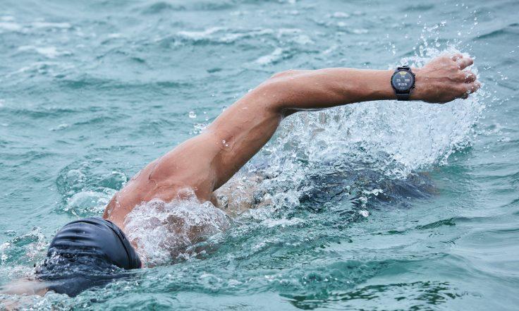 HUAWEI_Watch_GT_2_Latona_Matte_Black_schwimmen