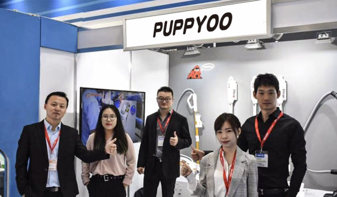 Puppyoo R6 Saugroboter Messe-Team
