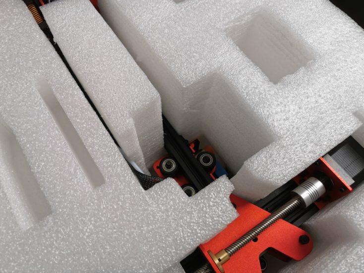 Sicher verpackt: Schaumstoff schützt die Bauteile