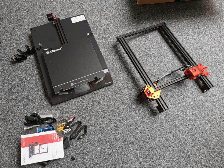 Schneller Aufbau: Zwei große Teile, die nur zusammengeschraubt werden müssen.