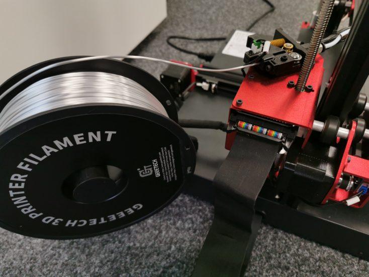 Filamentrollen-Halterung: Nicht platzsparend, dafür ohne Abrieb