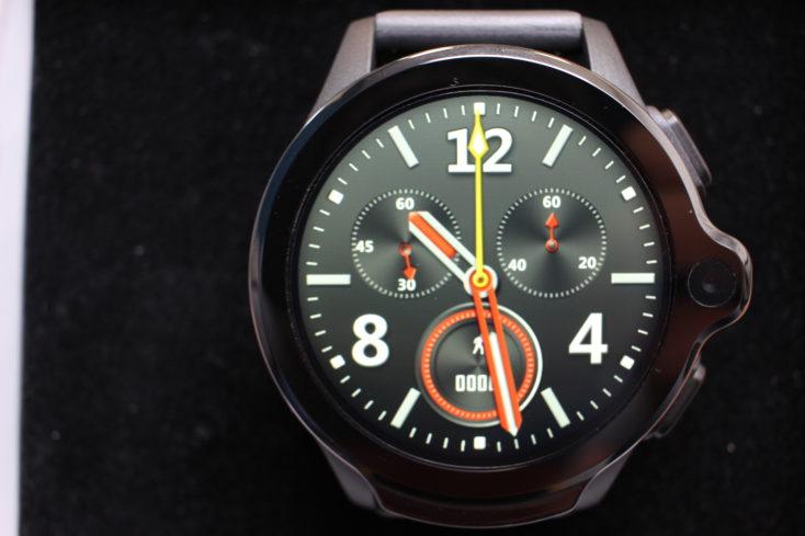 Kospet Prime 4G Smartwatch schwarzer Hintergrund.