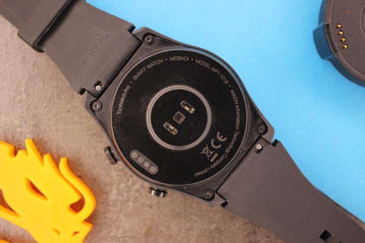 TicWatch Pro 4G LTE Rueckseite Pulsmesser Ladekontakte