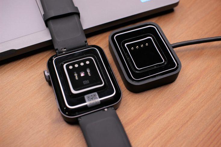 Xiaomi Mi Watch mit Ladegeraet