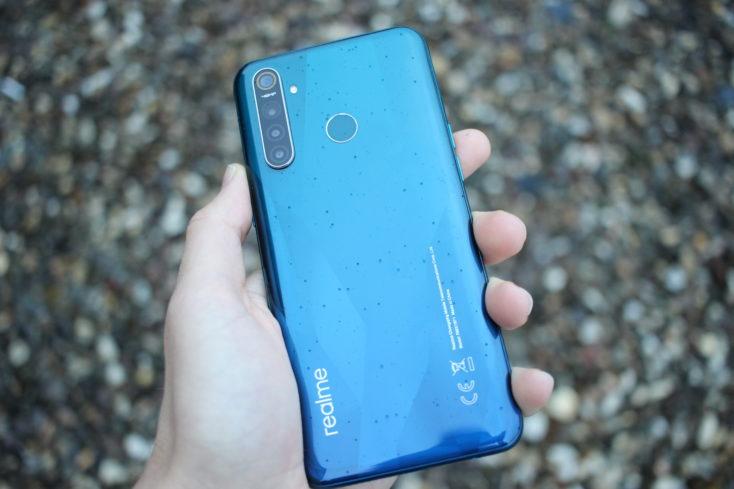 Realme 5 Pro Smartphone Ruckseite nass