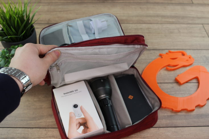 Reise Organizer Tasche beide Taschen mit Gadgets.