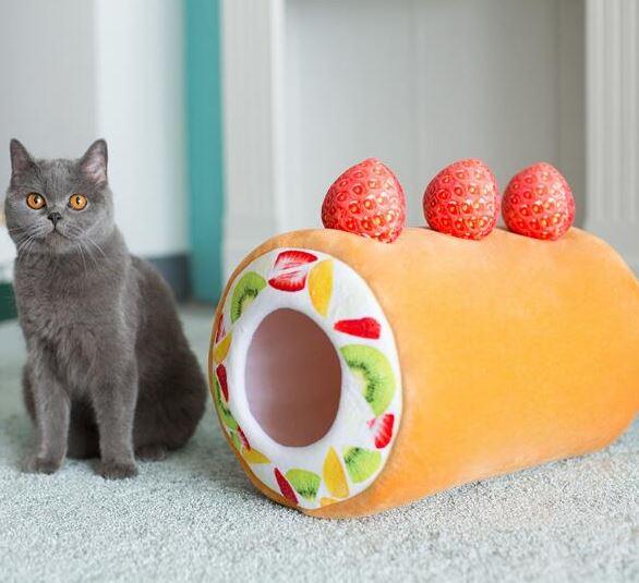 Kuchenrolle mit Katze