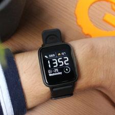 Haylou LS01 Smartwatch an Hand