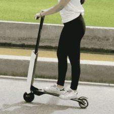 Mantour X E-Scooter Fahrt Frau