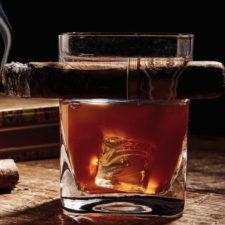 Whiskeyglas Zigarre Glut