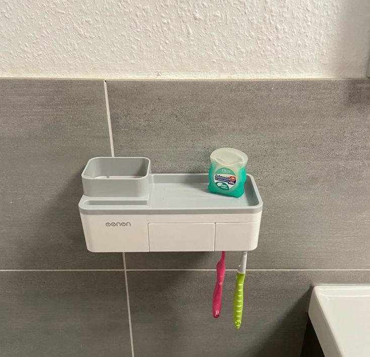Badezimmer Organizer mit Zahnbürsten